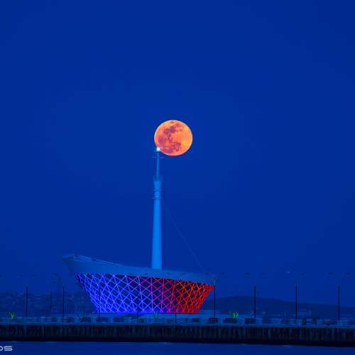 Fullmoon over BAku Seaside Park